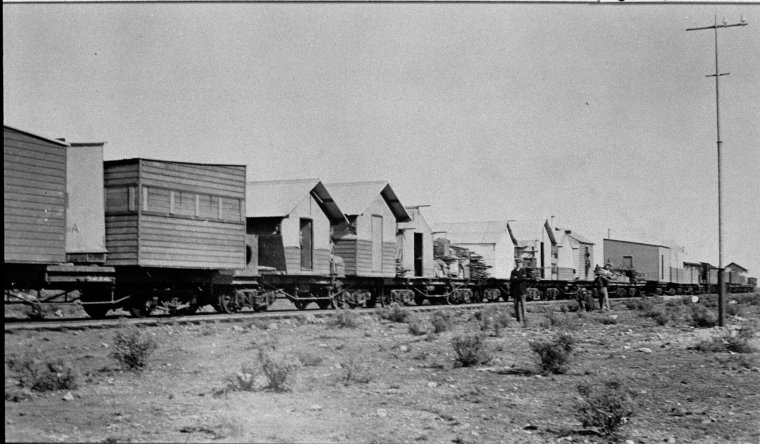 025952PD: Shifting camp on the Trans-Australian Railway, 1916? (Click to Start Zoom)