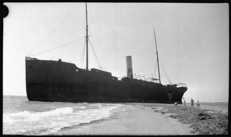 S.S. Kwinana aground on Kwinana Beach (Click to Start Zoom)