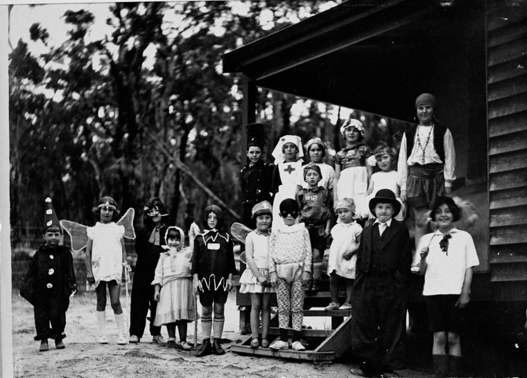 025551PD: Children of Group Settlement No. 139 in fancy dress for centenary celebrations, 1929 (Click to Start Zoom)