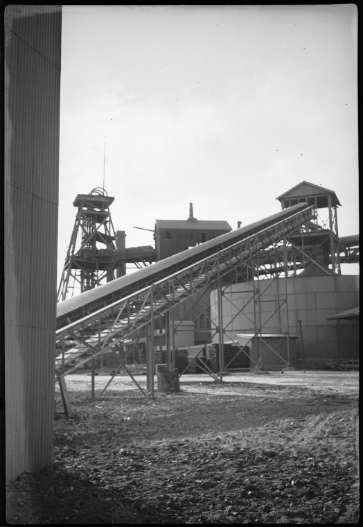 109664PD: Gold mine, Kalgoorlie, 1950? :: slwa_b3388314_13